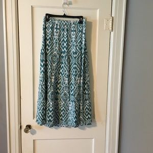4/$25 Teal and White Printed Pleated Maxi Skirt